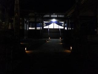 竹明かりが照らす境内